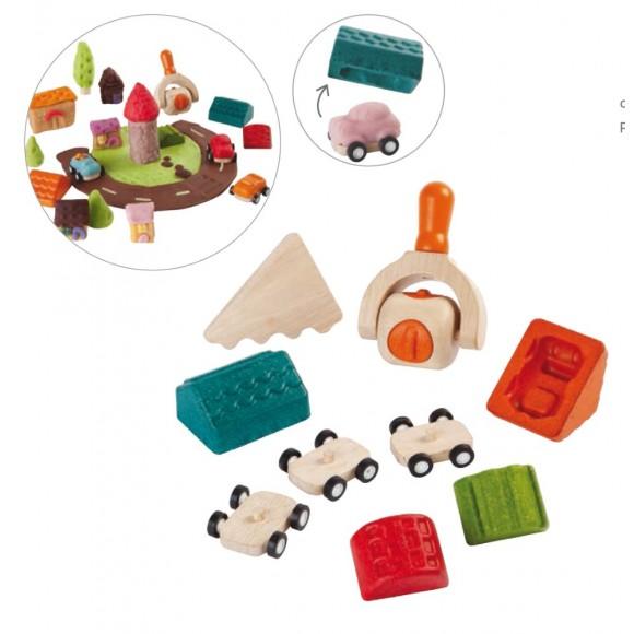 Plan Toys Ξύλινο Σετ Αυτοκινητάκια & Σπίτια (Σετ με Καλούπια) 5699